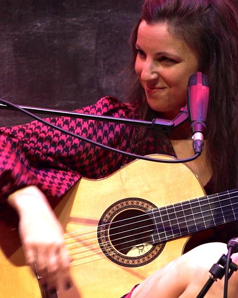 Kati-galenko-guitarra